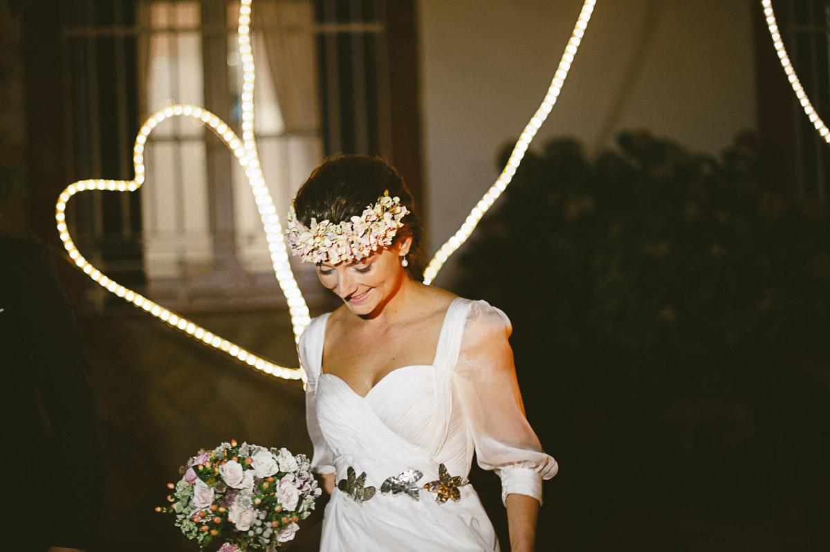 En Farfala Bodas ambientamos vuestra boda para que sea exactamente como la soñasteis. Trabajamos creando escenografías e iluminando escenarios.